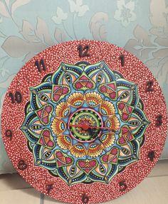 Relógio com pintura de mandala