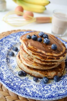 Give these super fluffy American style pancakes a go for magical breakfast that tastes like exactly like banana bread. Plus, they're gluten free too! Healthy Snacks For Diabetics, Healthy Meals For Two, Healthy Muffins, Healthy Dog Treats, Healthy Foods To Eat, Healthy Kids, Sin Gluten, Dinner Recipes For Kids, Healthy Dinner Recipes