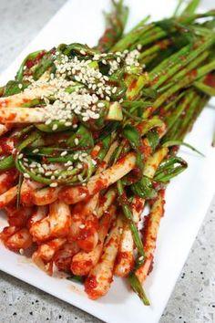파김치 양념 휘리릭 만들어 버무리세요 – 레시피 | Daum 요리 Spicy Recipes, Asian Recipes, Diet Recipes, Cooking Recipes, Healthy Recipes, Korean Dishes, Korean Food, Fat Burning Smoothies, K Food
