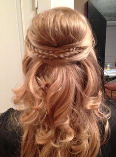 Fish tail braid crown with curls Half Braided Hairstyles, Bridal Hairstyles With Braids, Wedding Hairstyles, Cool Hairstyles, Top Braid, Braid Crown, Love Hair, Glamour, Bridesmaid Hair