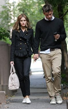 Couple Outfit olivia palermo Looks Brazilian Hair Extensions Capri pants, double breast winter coat, all star Olivia Palermo Lookbook, Olivia Palermo Style, Stylish Couple, Stylish Men, Preppy Style, My Style, Couple Style, Fashion Couple, Couple Outfits