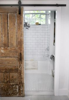 43 Cozy Small Bathroom Decor Ideas With Farmhouse Style - Small bathrooms have their own challenges when it comes to decorating. The design layout for a small bathroom is the first challenge. Space is limited. Tiny House Bathroom, Master Bathroom, Shower Bathroom, Bathroom Mirrors, Big Mirrors, Craftsman Bathroom, Wooden Bathroom, Basement Bathroom, Design Seeds