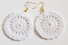 Summer white crochet earrings by HankiDori