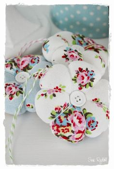 Sommerhusliv all year : Pincushions in GreenGate fabric