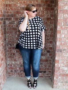 Interesting print, nice wash and boyfriend fit on the jeans. Fat Fashion, Curvy Fashion, Plus Size Fashion, Fashion Outfits, Plus Size Fall Outfit, Plus Size Outfits, Poster Shop, Stitch Fit, Zara