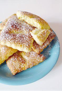 Si, vous aussi, vous aimez les beignets mais que la friture vous décourage, vous allez adorer cette recette de bugnes au four !