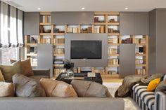 Molins Interiors // arquitectura interior - interiorismo - salón - sofá - alfombra - librería - biblioteca