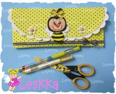 Leskka - Arte em e.v.a Foam Crafts, Decor Crafts, Diy And Crafts, Crafts For Kids, Felt Purse, Pencil Bags, Punch Art, Kids Bags, Handicraft