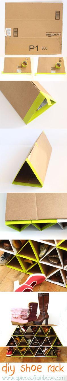 Zapatera reciclando cartón / www.apieceofrainbow.com