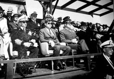 1962. 14 Avril.  Secretary of Defence Robert McNamara President Kennedy with the Shah Iran at Onslow Beach, Camp Lejeune, North Carolina