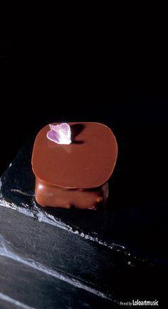 448, El Bulli, 1997, petits fours, bombón de lavanda (lavender bonbon)
