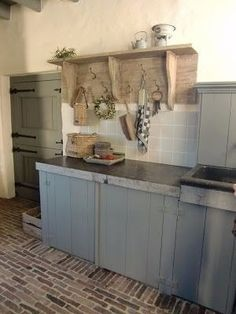 Kitchen Color Ideas For Walls is extremely important for your home. Whether you choose the Kitchen Soffit Decorating Ideas or Top Of Cabinets Decor Kitchen, you will create the best Top Of Cabinets Decor Kitchen for your own life. Kitchen Soffit, Kitchen Cabinets Decor, Farmhouse Kitchen Cabinets, Kitchen Cabinet Design, Rustic Kitchen, Vintage Kitchen, Rustic Farmhouse, Rustic Home Design, Vintage Room