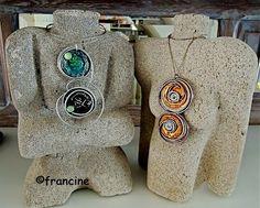 """FRANCINE BRICOLE : Pendentif fil métal spécial bijoux et à deux médaillons """"Nespresso"""""""