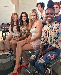 I Love theeeem Watch Riverdale, Riverdale Cw, Riverdale Funny, Riverdale Memes, Betty Cooper, Archie Comics, Camilla Mendes, Cw Tv Series, Lili Reinhart