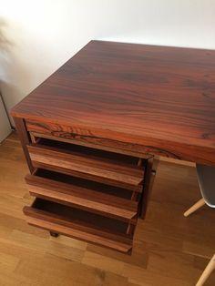 Torbjørn Afdal skrivebord fra Produsert av Haug Snekkeri A/S Retro Furniture, Pallet, Design, Home Decor, Modern, Shed Base, Decoration Home, Room Decor, Palette