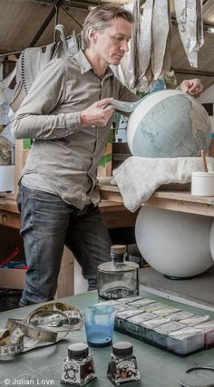 LE/mag by LEMA |  PETER BELLERBY: Every day in a north London workshop a group of young illustrators, craftsman, artisans and painters work alongside Peter with dedication, creating handmade globes for anyone with a suitcase that has been left too  long in a cupboard and a destination to discover.