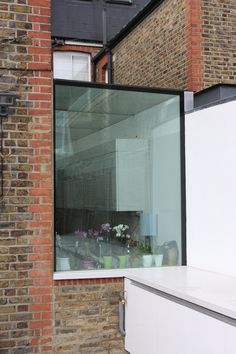 External view of the structural glass side return infill in SIG by IQ Glass Extension Veranda, Glass Extension, Extension Designs, Extension Ideas, Frameless Window, Victoria Terrace, Patio Roof, Deck Pergola, Pergola Kits