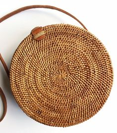 Seagrass Woven Bali Sac à main Sac de paille Bamboo Bag Purse Round … … Seagrass Woven Bali Purse Handbag Bamboo Bag Purse Round … PHP … # Rattan Basket, Basket Bag, Baskets, Straw Handbags, Chanel Handbags, Brown Handbags, Designer Handbags, Louis Vuitton Taschen, Round Bag
