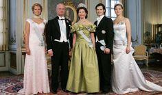 Den svenske kongefamilie. Fra venstre prinsesse Madeleine, kong Carl Gustaf, dro... - Leveret af BT