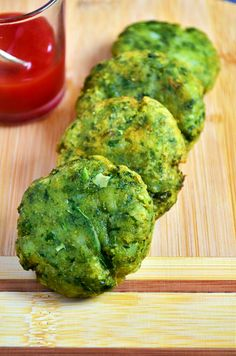 Hara bhara kabab recipe: Healthy and tasty kababs with spinach,potatoes and peas,recipe @ http://cookclickndevour.com/2015/02/hara-bhara-kabab-recipe.html