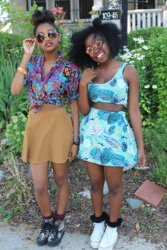 streetstyle, cropped top, crop top, prints, round sunglasses, fashion, style, afro