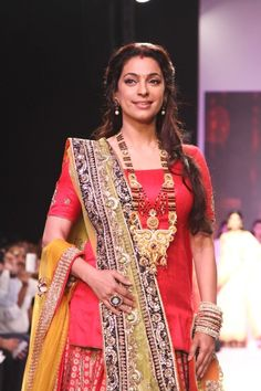 Juhi Chawla Walk on The Ramp at IIJW 2013. Bollywood Wallpaper MADHUBANI PAINTINGS MASK PHOTO GALLERY  | I.PINIMG.COM  #EDUCRATSWEB 2020-07-27 i.pinimg.com https://i.pinimg.com/236x/45/c8/54/45c8544507416799c5be687ac2a3fc75.jpg