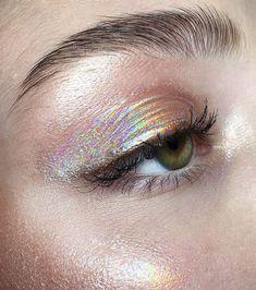 make-up, eyes, eyeshadow, holographic - Makeup Looks Yellow Makeup Fx, Artist Makeup, Makeup Goals, Skin Makeup, Makeup Inspo, Makeup Ideas, Eyeshadow Makeup, Foil Eyeshadow, Eyeshadow Ideas