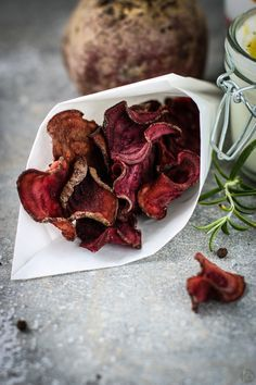 Baked beetroot chips