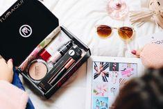 Se acerca el fin de año!! - En mi lista de deseos pedí: - Bajar de peso - Irme de viaje - Obtener mi deseada TUMAQUI BOX! - Y tú ya hiciste tu WISH LIST? Comenta qué incluiste en ella!! - #profesional #cosmeticos #colores #delineados #maquillajeprofesional #makeuplover #natural #miami #relax #instalook #Tumaqui #TumaquiBox