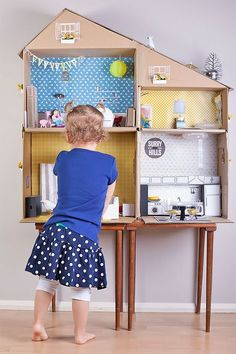 DIY Recycled Cardboard Dollhouse - not sure that I'll ever find the time to actually do it.. but I so love the idea!