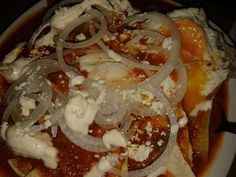 Chilaquiles rojos con pollo y huevo. Mexican food/ Comida Mexicana
