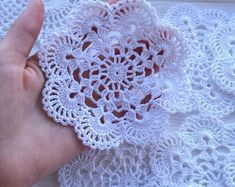 Transcendent Crochet a Solid Granny Square Ideas. Inconceivable Crochet a Solid Granny Square Ideas. Col Crochet, Crochet Puff Flower, Crochet Dollies, Crochet Flower Patterns, Thread Crochet, Crochet Motif, Crochet Designs, Crochet Flowers, Easy Crochet