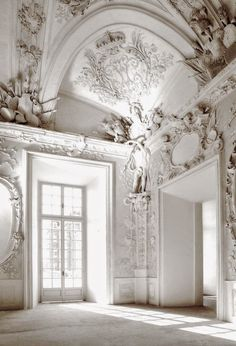 unbelievable plaster ceilings - the artistic vision and the craftsmanship that went into creating such beautiful and amazing creations is hard to imagine - especially when you consider they had no electricity, no drafting programs on their laptops, no modern tools or technology..it was just all done by hand.