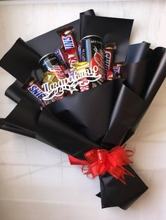 Diy Crafts For Gifts, Arts And Crafts, Dancing Girls, Birthday Candy, Chocolate Bouquet, Diy Gift Box, Candy Bouquet, Nail Spa, Beats