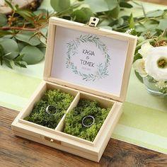 PUDEŁKO na obrączki drewniane Natural Green Z IMIONAMI - SklepSlubny.Love
