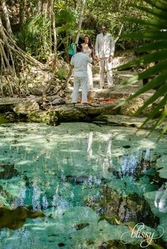 Cenote Elopement at Mayan Riviera //  La boda civil y maya de Ceci y Brian en un cenote. Nada más bello que dar el sí en medio de la selva junto con una mística ceremonia.