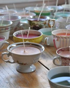 Une bougie dans une tasse de thé - Marie Claire Idées