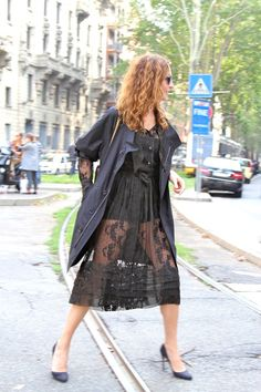 Ece Sukan on the fly I do believe...super chic in Milan #FoscoGiulianelli #thefashionist