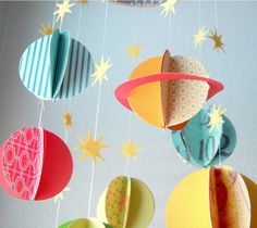 Baby Mobile make their own paper - ideas and instructions- Baby Mobile selber basteln aus Papier – Ideen und Anleitung Tinker mobile yourself – The solar system with planets … - Diy Paper, Paper Crafts, Diy Crafts, Diy Star, Planet Mobile, Papier Diy, Make Your Own, Make It Yourself, Baby Mobile