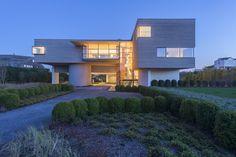 Imposing Bridgehampton home showcases spectacular design http://www.onekindesign.com/2016/01/05/imposing-bridgehampton-home-showcases-spectacular-design/