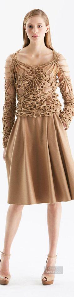 Armani Prive Fall 2015 Couture Hair and Makeup Mode Crochet, Crochet World, Knitwear Fashion, Crochet Fashion, Freeform Crochet, Crochet Lace, Crochet Blouse, Fashion Moda, Crochet Designs