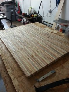 Pallet wood Countertops Butcher Blocks is part of Diy furniture - Welcome to Office Furniture, in this moment I'm going to teach you about Pallet wood Countertops Butcher Blocks Pallet Crafts, Pallet Projects, Home Projects, Woodworking Projects, Pallet Furniture, Furniture Projects, Office Furniture, Table Palette, Reclaimed Wood Projects