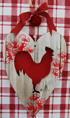 try this with decoupage? a silhouette of a rooster on whitewash board scrapbook paper and red floral stamping? Rooster Art, Rooster Decor, Red Rooster, Red Hen, Chicken Crafts, Chicken Art, White Chicken, Decoupage, Wood Crafts