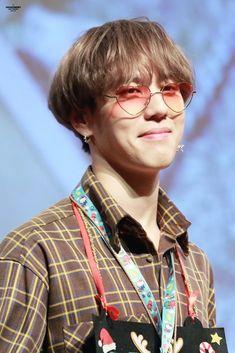 171227 Yugyeom at Busan Fansign cr: Got7 Mark, Mark Tuan, Kim Yugyeom, Youngjae, Yugeom Got7, Young And Rich, Love My Man, I Got 7, Korean Bands