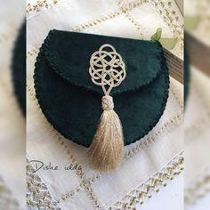 """121 Beğenme, 1 Yorum - Instagram'da RuzanaChurmyt (@dishe_idag): """"Дизайнерская этно сумочка от RuzanaChurmyt в темно зеленом цвете в наличии☝ размеры 16/18/5…"""""""