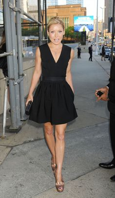 Kelly Ripa media gallery on Coolspotters. See photos, videos, and links of Kelly Ripa. Black Dress Outfits, Black Party Dresses, Nice Dresses, Teen Dresses, Kelly Ripa, Rehearsal Dinner Outfits, Mode Inspiration, Passion For Fashion, Celebrity Style