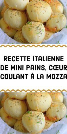 Une recette pour les gourmands : des petits pains extra moelleux cœur filant à la mozza. Suivez ces étapes pour les réalisez : Ingrédients (15 petits pains) -50 g de parmesan râpé -15 mini boules de mozzarella -500 g de pâte à pizza maison -2 c. à soupe d'herbes séchées à l'italienne (basilic origan thym marjolaine romarin et sauge). -50 g tranches de salami -2 c. à soupe d'huile d'olive Préparation -Préchauffez le four à 180°C. -Egouttez les boules de mozzarella. -Divisez la pâte à pi.. Mini Pains, Beignets, Chorizo, Finger Foods, Sandwiches, Brunch, Food And Drink, Bread, Meals