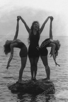 Bathing Beauties Do Beach Sculpture Pose! Vintage 4x6 Reprint Of Old Photo