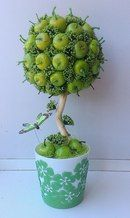 Sem nome Cake Bouquet, Topiary Trees, Fruit Arrangements, Cafe Food, Valentine Decorations, Diy And Crafts, Planter Pots, Centerpieces, Projects To Try