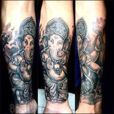 "137 curtidas, 1 comentários - Tattoo_hut_jony (@tattoo_hut_jony) no Instagram: ""#ganeshatattoo #ganesha #blackandgrey #hinduism #hinduismtattoo #tattoohut #tattoohutbali…"""